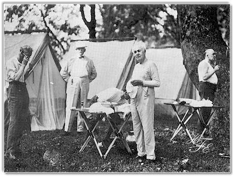 Henry Ford and Thomas Edison at the camp of the Four Vagabonds